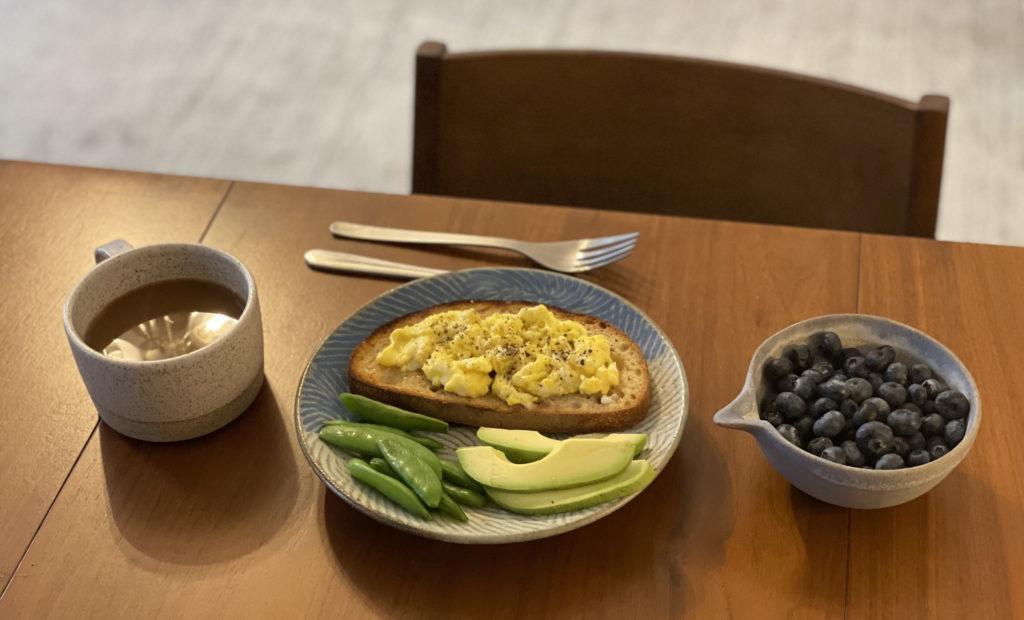 朝食を彩るうつわの数々